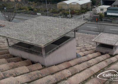 Pics et grilles anti-pigeons sur des cheminées d'aération